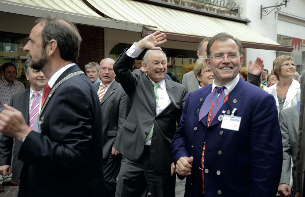 Tatsächlich schon der zweite Franke im Amt des Bayerischen Ministerpräsidenten, Günter Beckstein, beimTag der Franken 2008 in Miltenberg in Begleitung des Bezirkstagspräsidenten von Unterfranken, Erwin Dotzel (r).