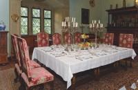 Der Fürstensaal mit gedeckter Festtafel in Schloss Aschach.