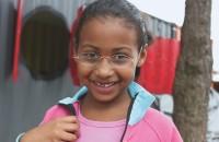 Die sechsjährige Vitoria de Jesus Gonzales aus Vila Nova Esperanza, einer kleinen Favela am Rande der Millionenstadt Sao Paulo, mit ihrer Brille.