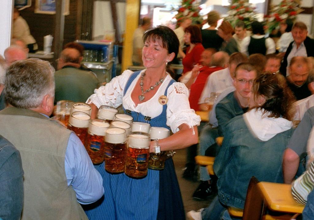 Waafen bei Kellerbier und Bratwurst
