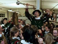 Mit Pauken und Trompeten in die Welt