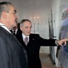 Karl von Schwarzenberg bei seinem Besuch in Nürnberg. Rechts im Bild: Der Honorarkonsul derTschechischen Republik Hans-Peter Schmidt