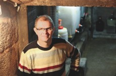 Jürgen Schneidawind in seinem Weinkeller.