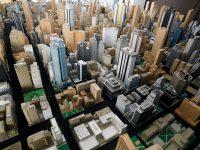 Karl Sperber und seine Stadt aus über 4000 Häusern aus Pappe