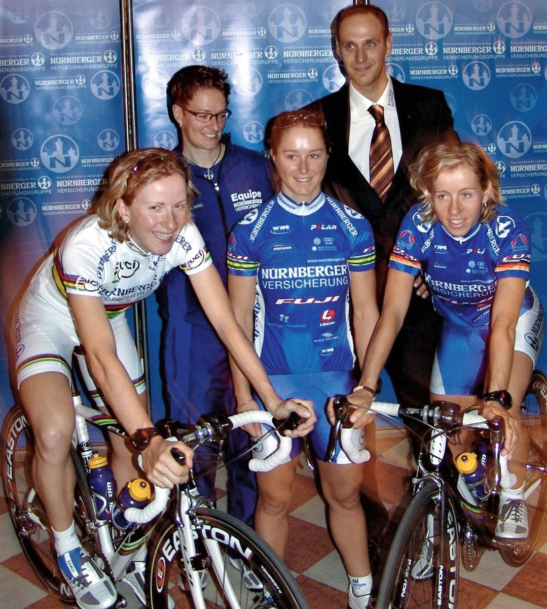 Von links: Judith Arndt Weltmeisterin 2004, Mannschaftskapitänin Petra Roßner, Oenone Wood Weltcup-Gesamtsiegerin 2006 und Australische Meisterin, Jens Zemke Sportlicher Leiter, Trixi Worrack Deutsche Meisterin.